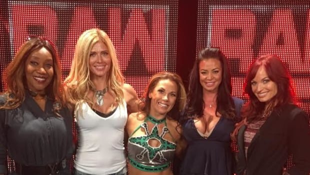 Sharmell, Torrie Wilson, Mickie, Candice, Christy
