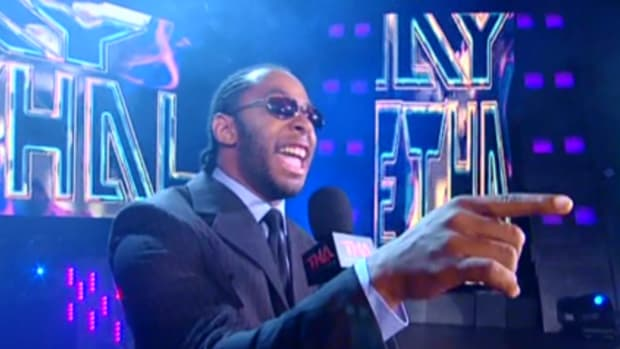 1757 - jay_lethal microphone pointing suit sunglasses tna