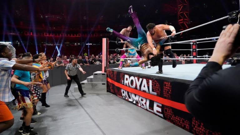 Afternoon News Desk 1.12.21 | Fans at WWE Royal Rumble? | Who missed Raw last night? | Cody wants Sting in an AEW match