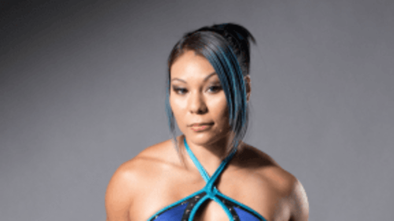 WWE Officially Signs Former Knockout Champion