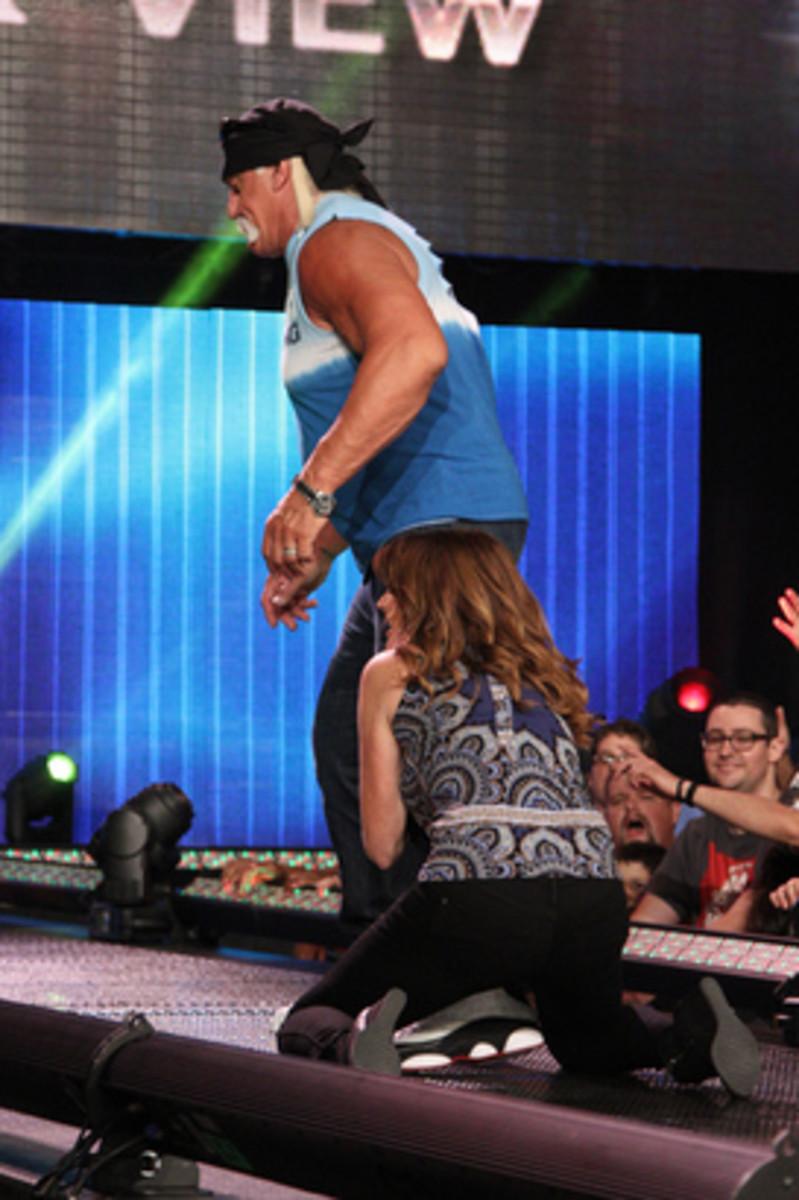 Hogan Leaves